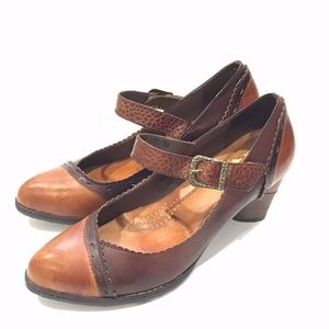 L'artiste Spring Step Brown Leather Mary Jane Heel